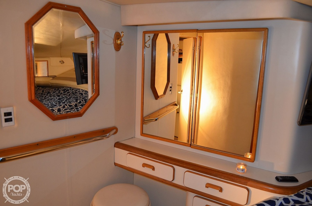 1992 Sea Ray boat for sale, model of the boat is 500 Sundancer & Image # 8 of 40
