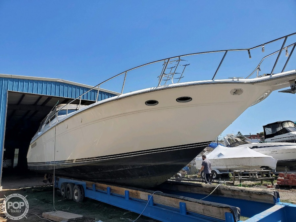 1992 Sea Ray boat for sale, model of the boat is 500 Sundancer & Image # 10 of 40