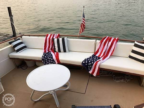 1983 Chris Craft boat for sale, model of the boat is 332 Commander & Image # 4 of 10