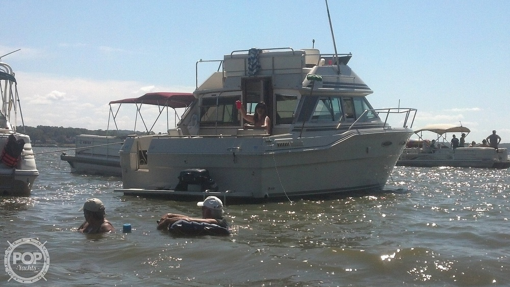1986 Sea Ray boat for sale, model of the boat is 300 Sedan Bridge & Image # 5 of 15