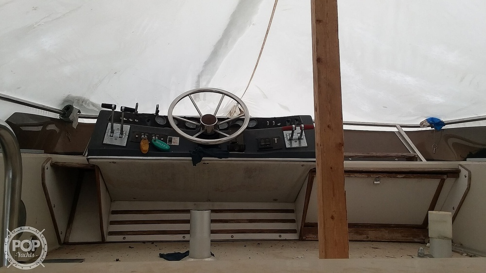 1986 Sea Ray boat for sale, model of the boat is 300 Sedan Bridge & Image # 8 of 15