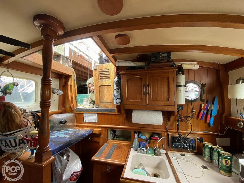 1973 Mariner boat for sale, model of the boat is 32 & Image # 22 of 40