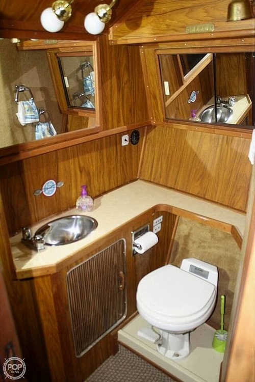 1984 Sea Ray boat for sale, model of the boat is 360 Aft Cabin & Image # 18 of 22