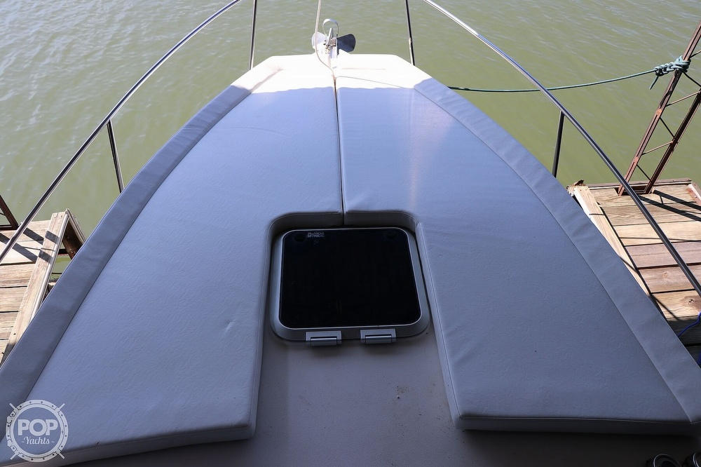 1999 Rinker boat for sale, model of the boat is Fiesta Vee 270 & Image # 13 of 40