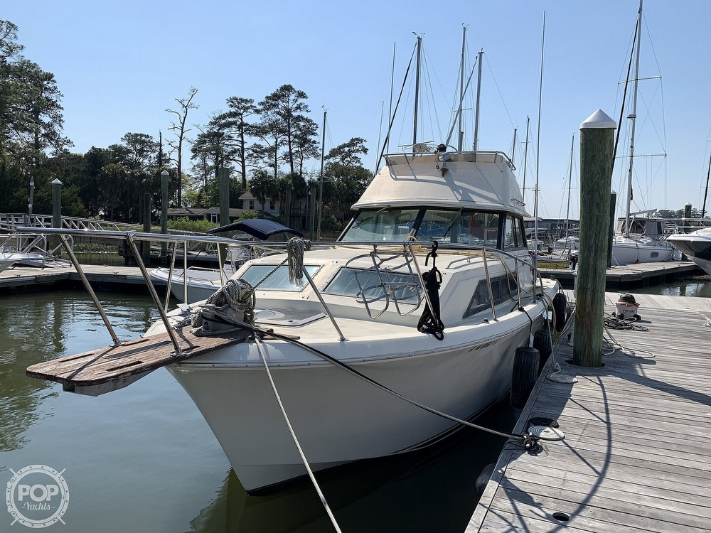1981 Chris Craft boat for sale, model of the boat is CATALINA 310 EXPRESS & Image # 2 of 40