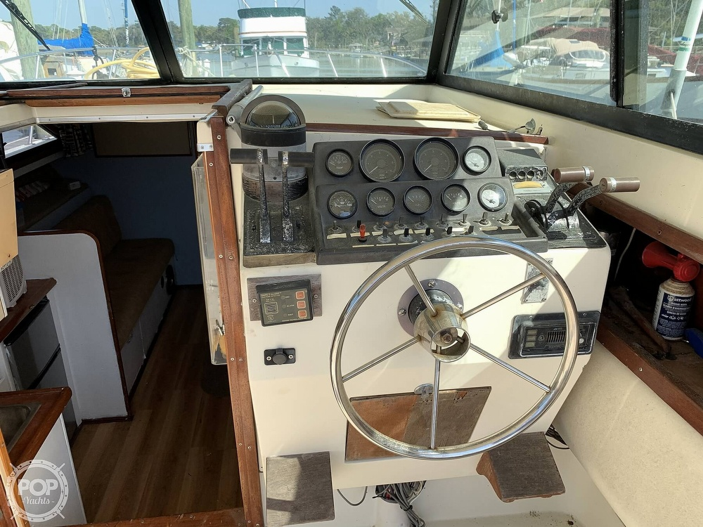 1981 Chris Craft boat for sale, model of the boat is CATALINA 310 EXPRESS & Image # 5 of 40