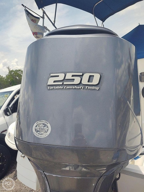 2013 Hurricane boat for sale, model of the boat is Sundeck 2400 & Image # 13 of 21