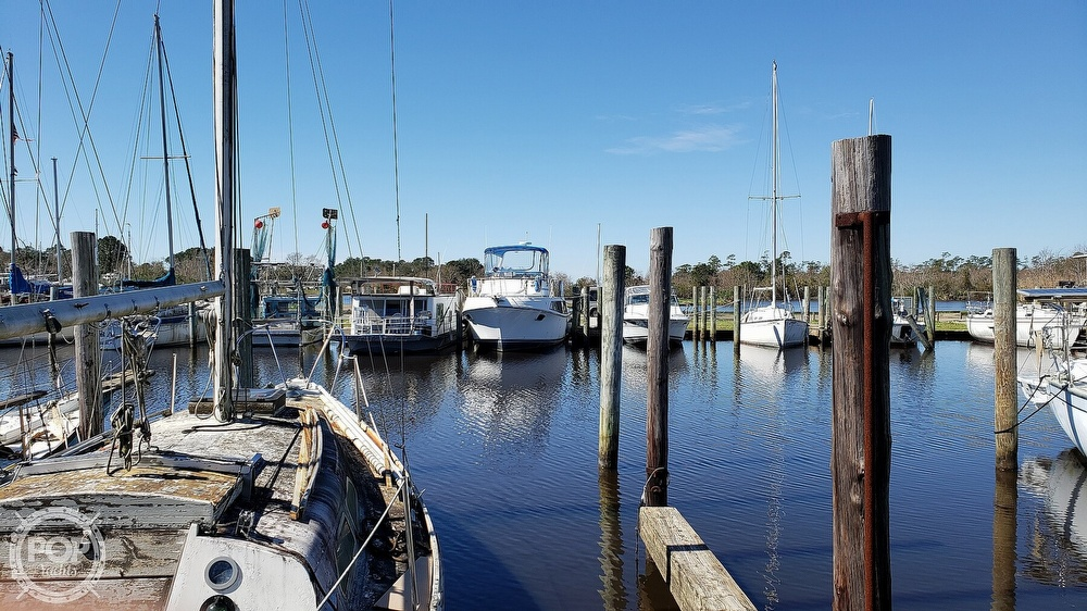1988 Carver boat for sale, model of the boat is 3697 Mariner & Image # 4 of 40