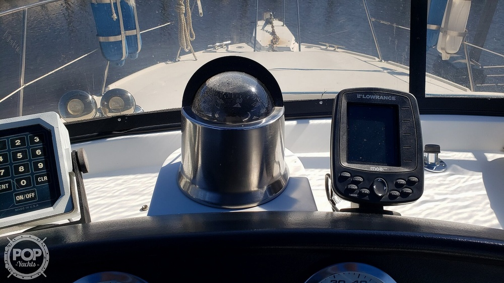 1988 Carver boat for sale, model of the boat is 3697 Mariner & Image # 24 of 40