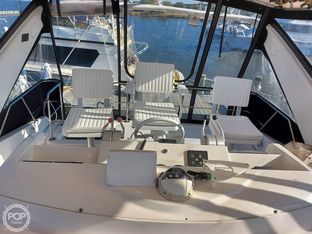1996 Sea Ray boat for sale, model of the boat is 550 Sedan Bridge & Image # 18 of 40