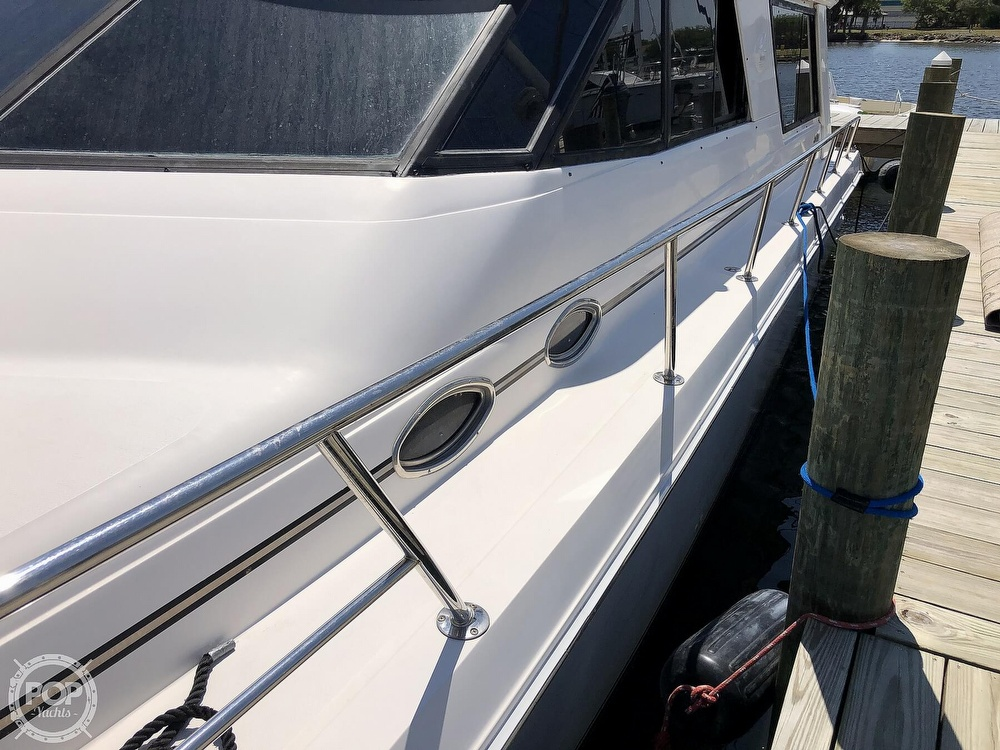 1996 Sea Ray boat for sale, model of the boat is 550 Sedan Bridge & Image # 31 of 40