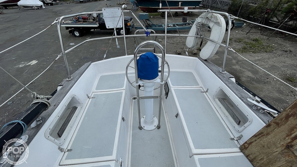 1984 Aloha Yachts boat for sale, model of the boat is 8.2 & Image # 5 of 40