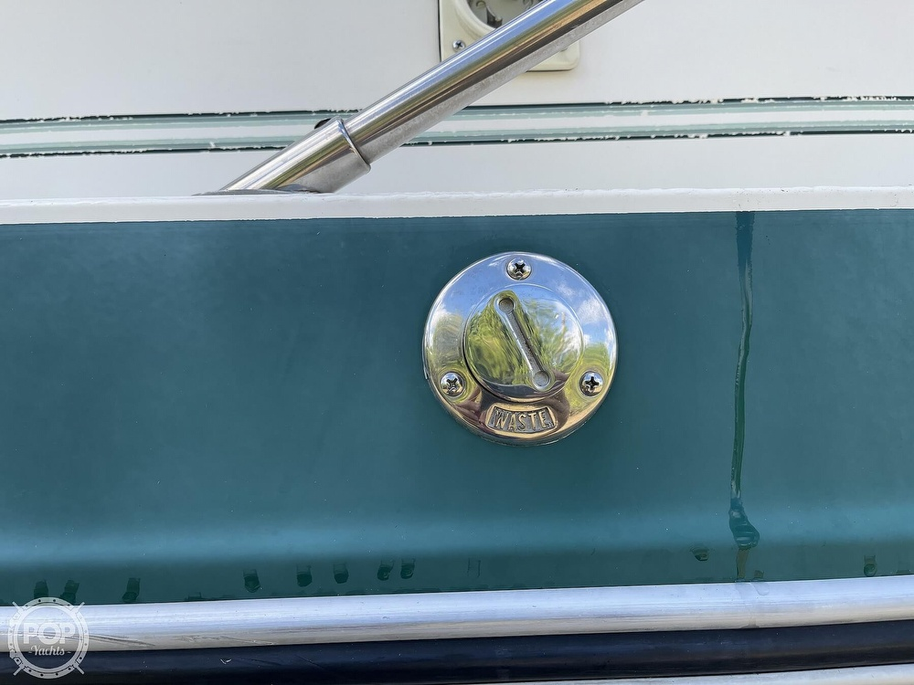 1988 Sea Ray boat for sale, model of the boat is 268 Sundancer & Image # 26 of 40
