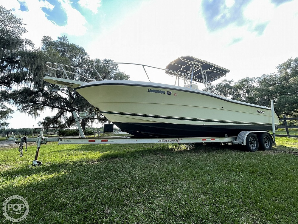2000 Pursuit boat for sale, model of the boat is 2470 CC & Image # 12 of 40