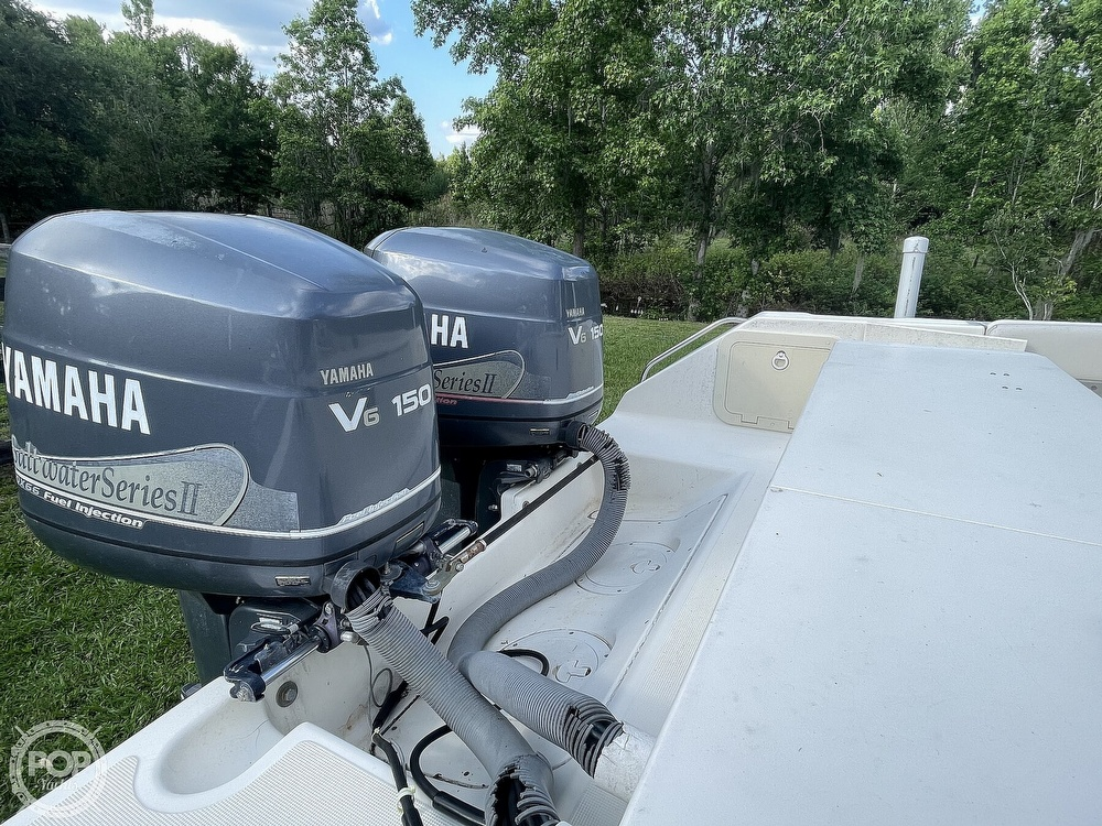 2000 Pursuit boat for sale, model of the boat is 2470 CC & Image # 23 of 40