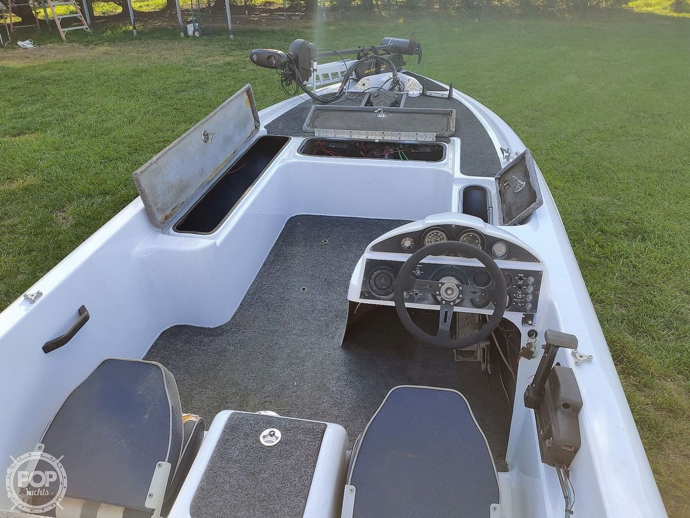 1992 Challenger boat for sale, model of the boat is 198 Pro Bass Radical One & Image # 6 of 40