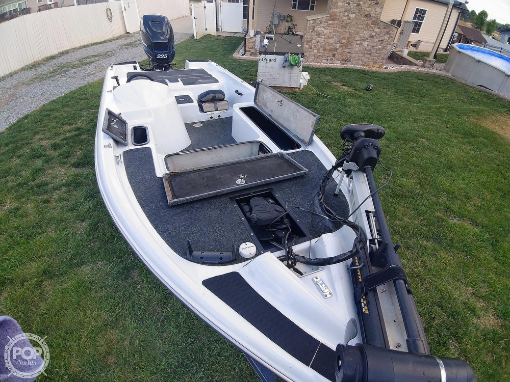 1992 Challenger boat for sale, model of the boat is 198 Pro Bass Radical One & Image # 9 of 40