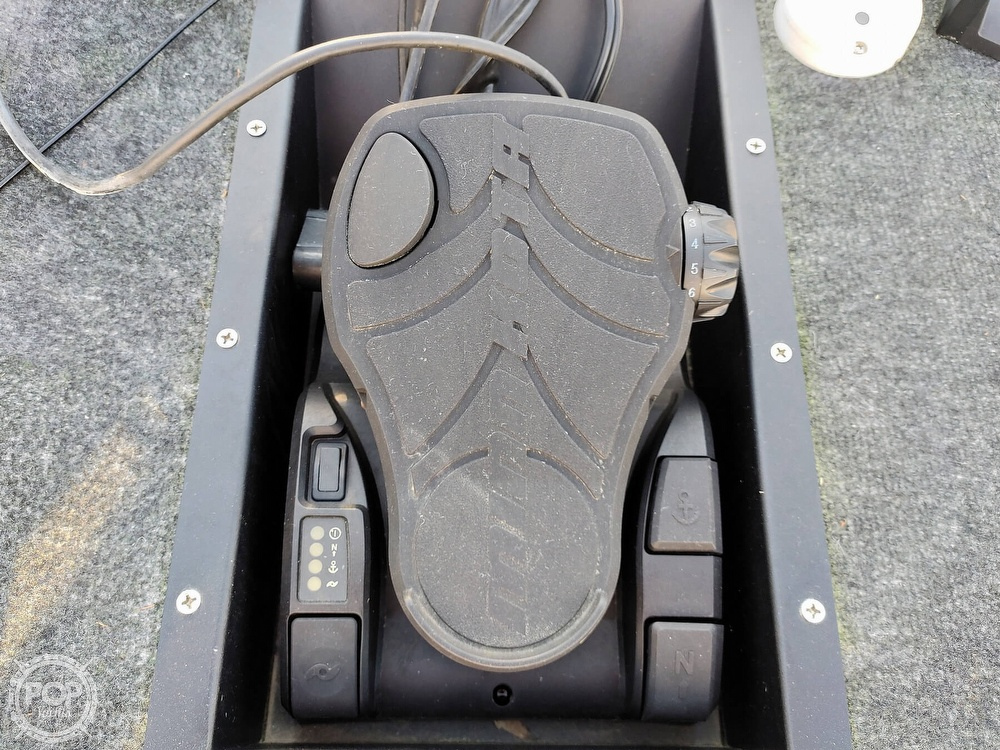 1992 Challenger boat for sale, model of the boat is 198 Pro Bass Radical One & Image # 32 of 40