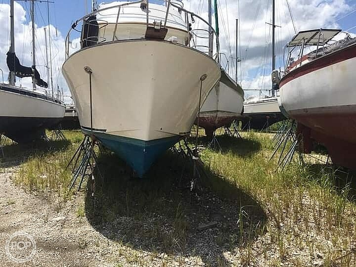 1987 CHB boat for sale, model of the boat is 34 Tri-Cabin & Image # 4 of 40