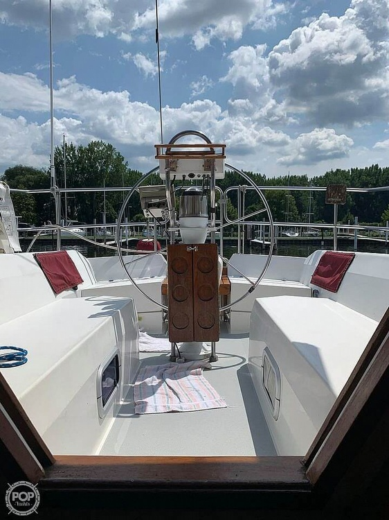 1989 Catalina Yachts boat for sale, model of the boat is 42 Wing Keel & Image # 9 of 40
