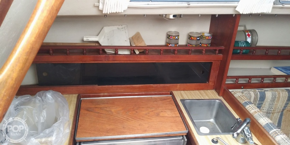 1984 Catalina Yachts boat for sale, model of the boat is 30 & Image # 7 of 40