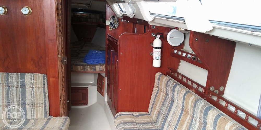 1984 Catalina Yachts boat for sale, model of the boat is 30 & Image # 6 of 40