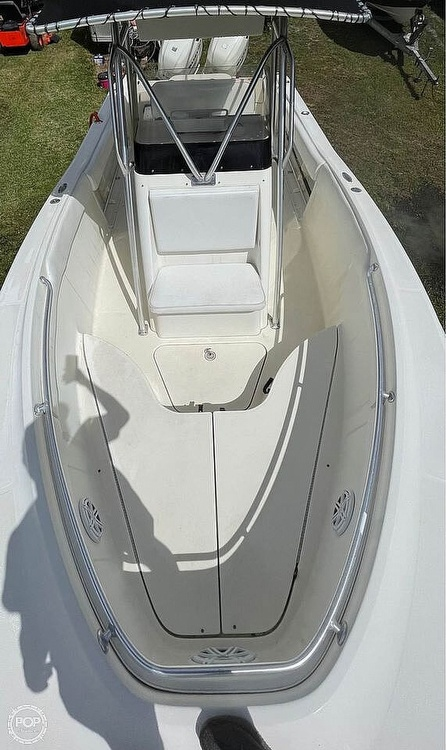 2005 Hydra-Sports boat for sale, model of the boat is Vector 2400CC & Image # 4 of 40