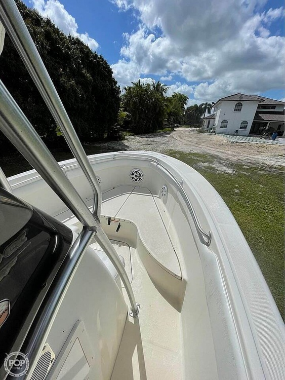 2005 Hydra-Sports boat for sale, model of the boat is Vector 2400CC & Image # 5 of 40