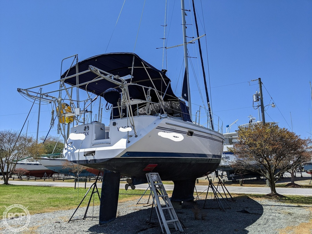 2011 Catalina Yachts boat for sale, model of the boat is 355 & Image # 12 of 40