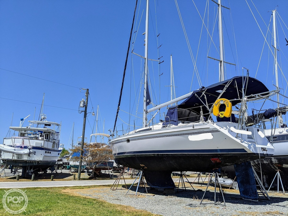 2011 Catalina Yachts boat for sale, model of the boat is 355 & Image # 23 of 40