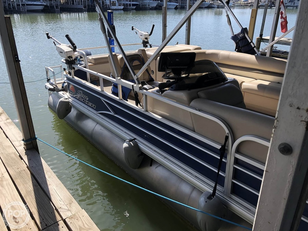 2016 Sun Tracker boat for sale, model of the boat is Fishin' Barge 24 XP3 & Image # 8 of 40