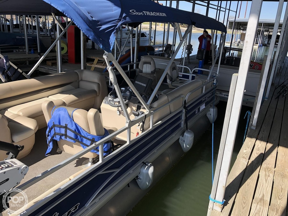 2016 Sun Tracker boat for sale, model of the boat is Fishin' Barge 24 XP3 & Image # 9 of 40