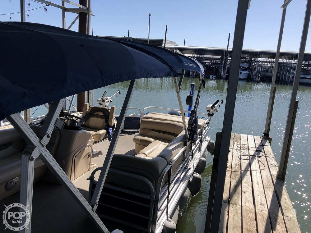 2016 Sun Tracker boat for sale, model of the boat is Fishin' Barge 24 XP3 & Image # 14 of 40