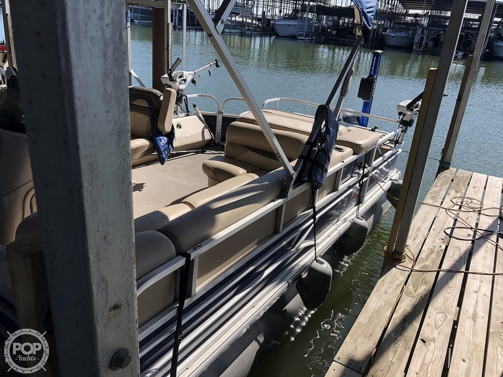 2016 Sun Tracker boat for sale, model of the boat is Fishin' Barge 24 XP3 & Image # 15 of 40