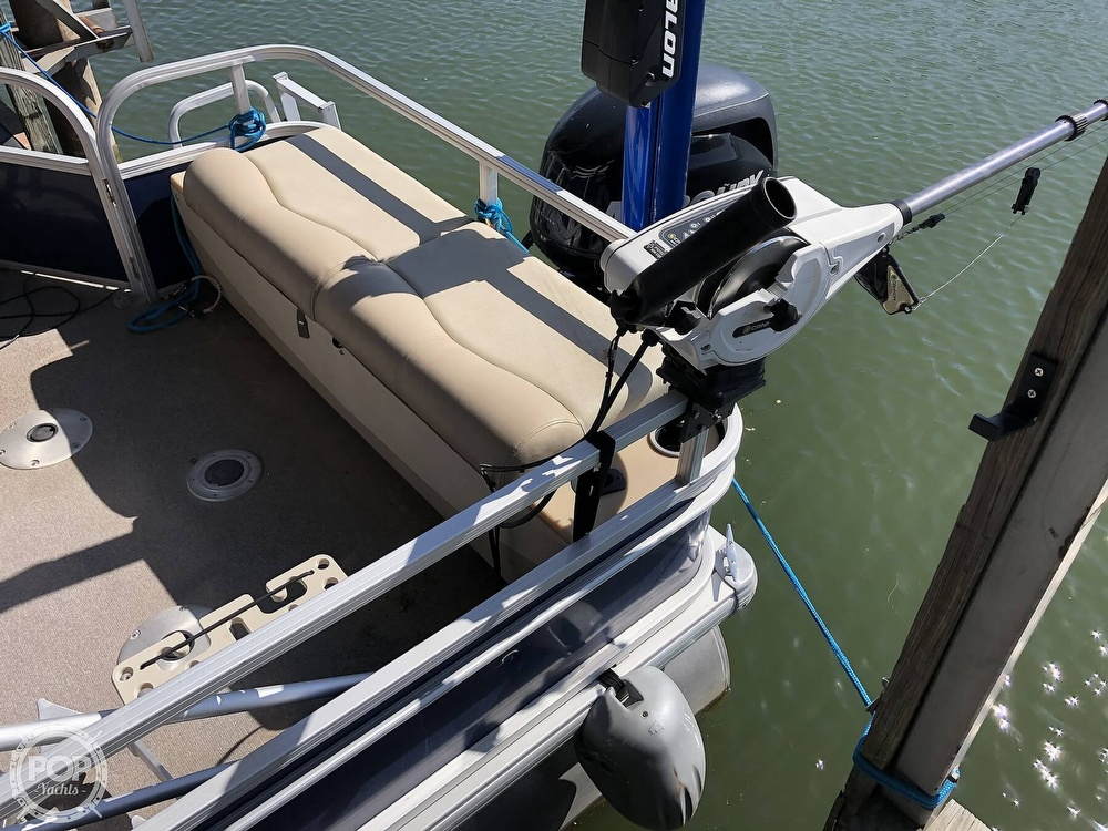 2016 Sun Tracker boat for sale, model of the boat is Fishin' Barge 24 XP3 & Image # 17 of 40
