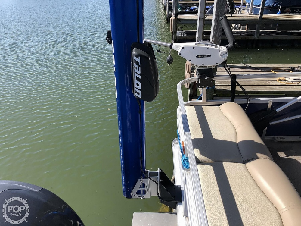 2016 Sun Tracker boat for sale, model of the boat is Fishin' Barge 24 XP3 & Image # 22 of 40