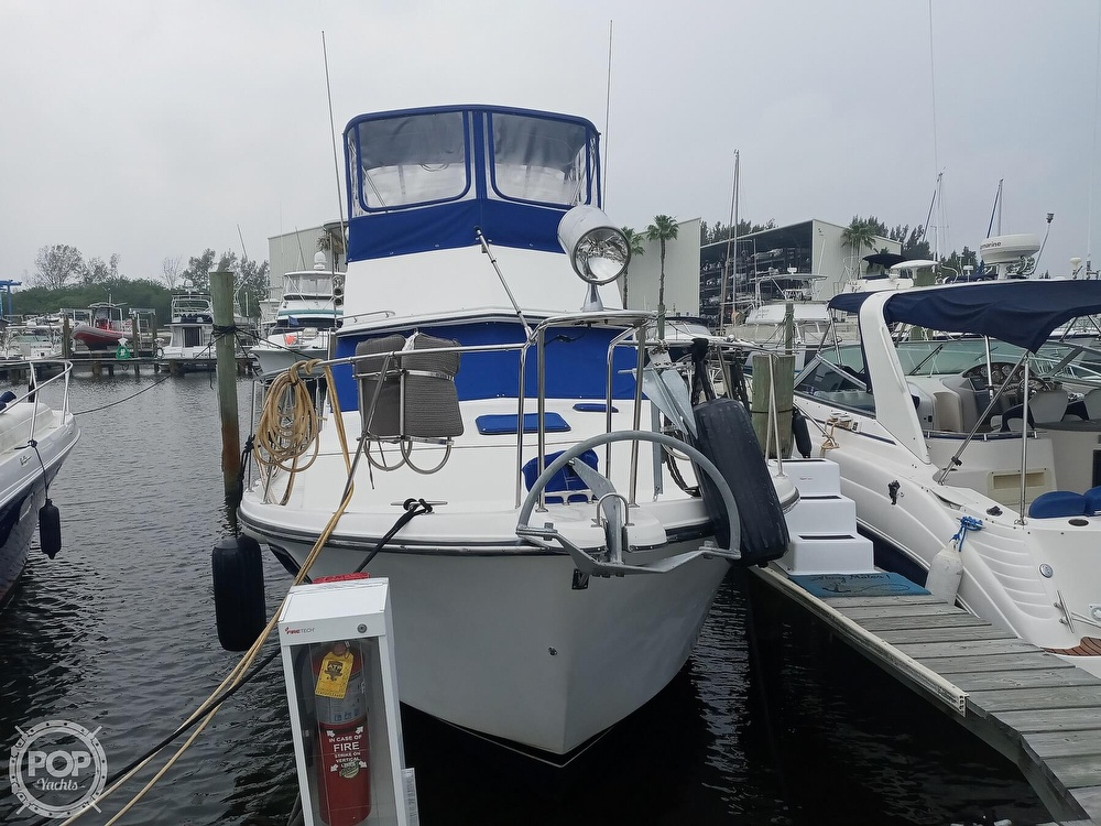 1990 Carver boat for sale, model of the boat is 3607 Aft Cabin & Image # 10 of 40