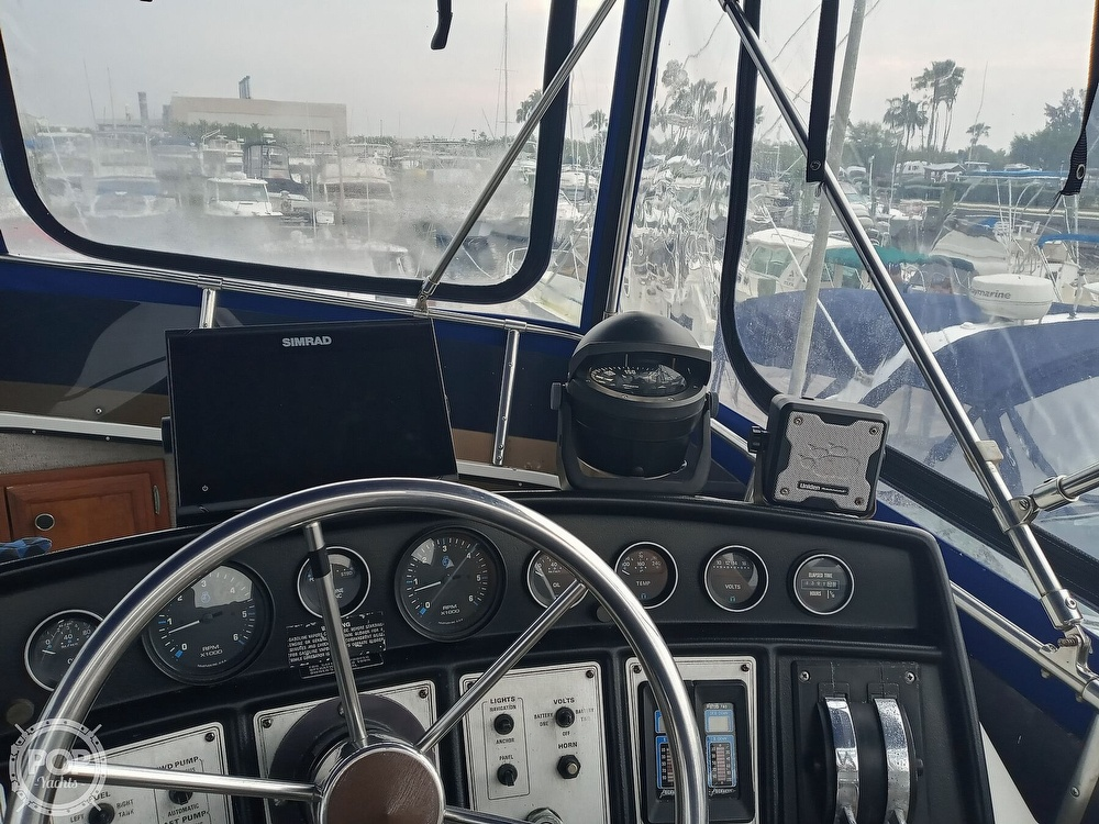 1990 Carver boat for sale, model of the boat is 3607 Aft Cabin & Image # 30 of 40