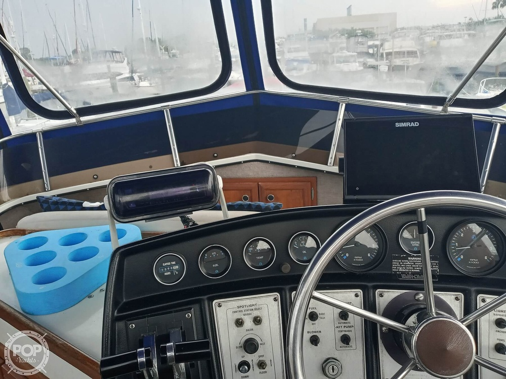 1990 Carver boat for sale, model of the boat is 3607 Aft Cabin & Image # 31 of 40