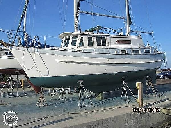 1976 Fales boat for sale, model of the boat is Navigator 38T & Image # 5 of 40