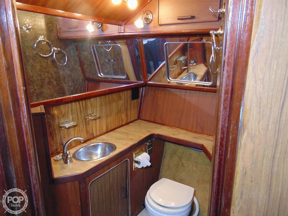 1982 Sea Ray boat for sale, model of the boat is 355T & Image # 9 of 40