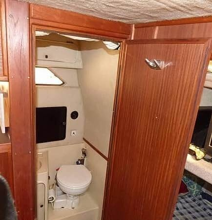1986 Sea Ray boat for sale, model of the boat is 340 Sundancer & Image # 30 of 40