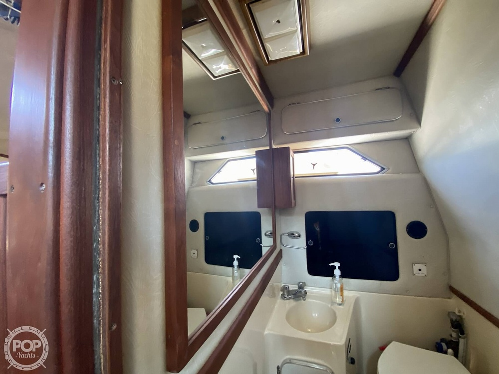 1986 Sea Ray boat for sale, model of the boat is 340 Sundancer & Image # 12 of 40