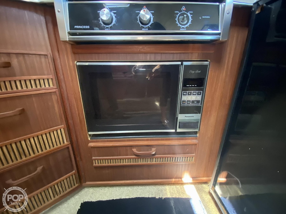 1986 Sea Ray boat for sale, model of the boat is 340 Sundancer & Image # 37 of 40