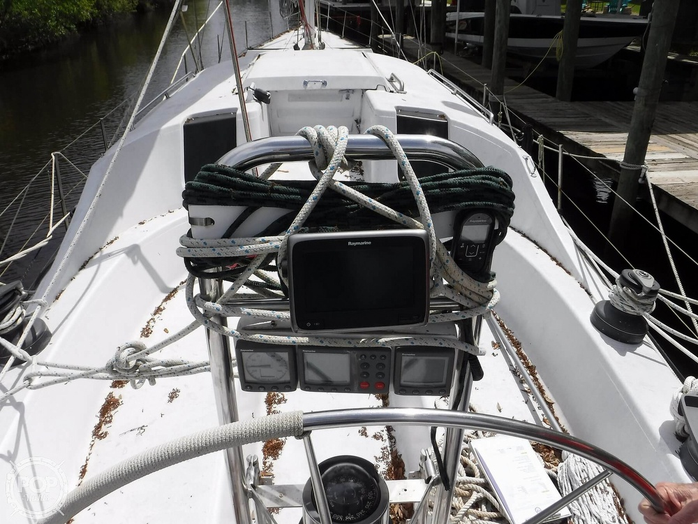 1990 Macgregor boat for sale, model of the boat is 65 Pilothouse & Image # 4 of 40
