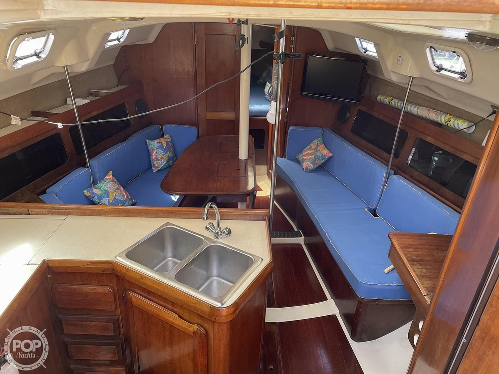 1990 Hunter boat for sale, model of the boat is 35.5 Legend & Image # 36 of 40