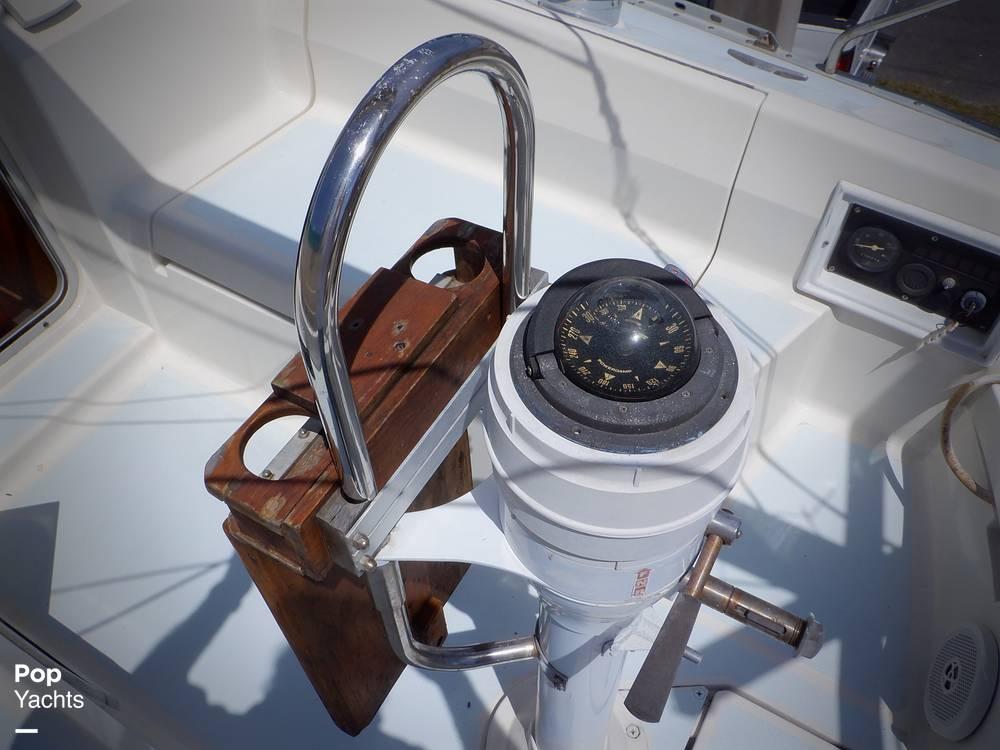 1990 Hunter boat for sale, model of the boat is 35.5 Legend & Image # 9 of 40