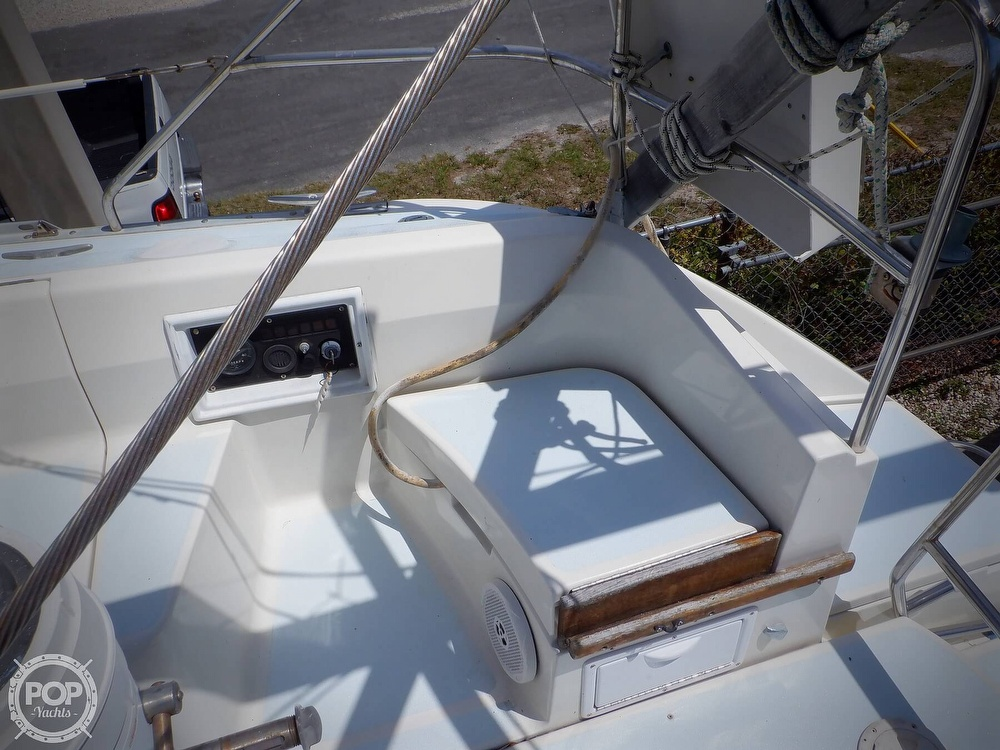 1990 Hunter boat for sale, model of the boat is 35.5 Legend & Image # 10 of 40