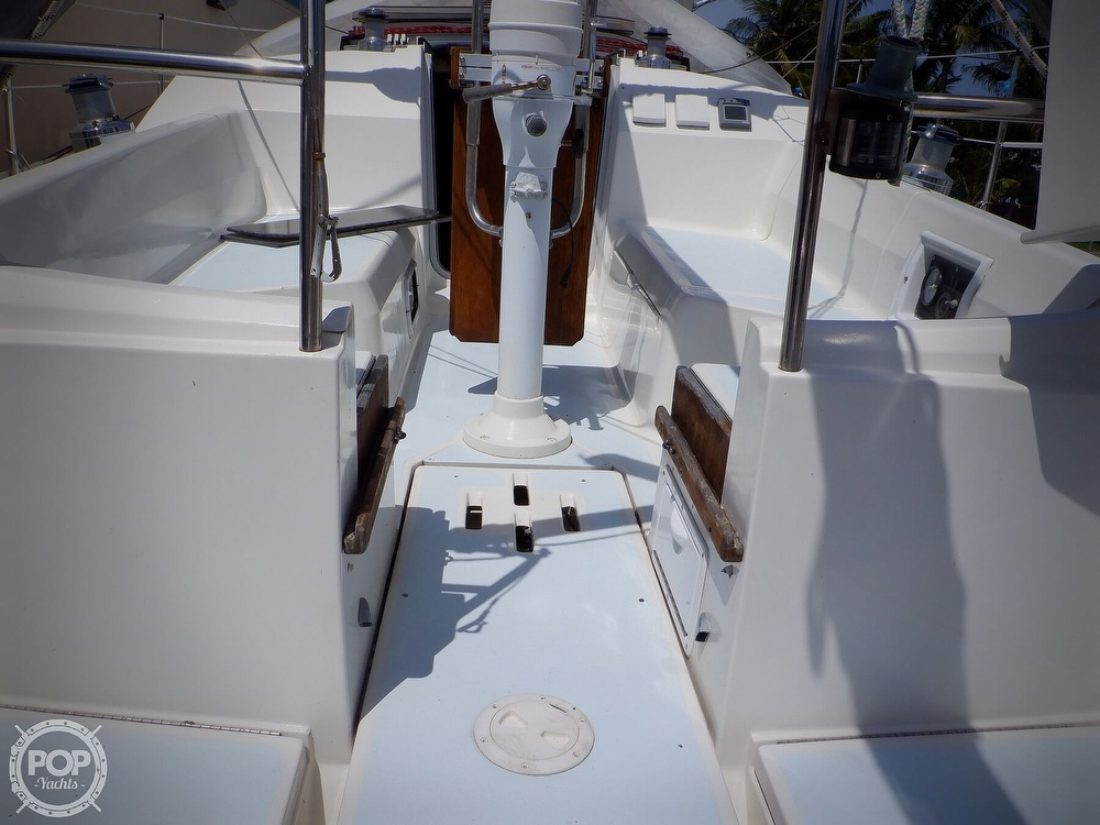 1990 Hunter boat for sale, model of the boat is 35.5 Legend & Image # 12 of 40