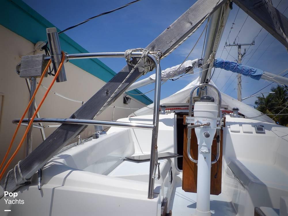 1990 Hunter boat for sale, model of the boat is 35.5 Legend & Image # 33 of 40
